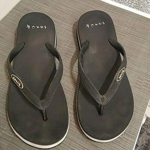 Sanuk flip flop sandals size 8.5